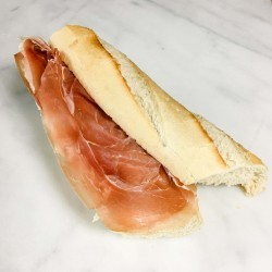 Basic Broodje Serranoham